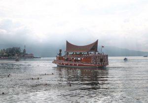 KLHK Diminta untuk Tindak Tegas Pelaku Pembuangan Sampah ke Danau Toba