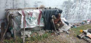 Berpenghasilan Rp20 Ribu & Tinggal di Gubuk Kardus, Kek Suraji Terpisah 13 Tahun dari Keluarga