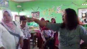 Parah! Sedang Mengajar, Guru SD Dilabrak dan Dihajar Orangtua Siswa, Ini Kronologinya