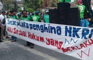 Buntut Ocehan Bos Taksi, Ratusan Pengemudi Ojol Datangi Konjen Malaysia di Medan