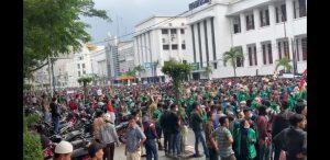 Ekonomi Negara Bisa Lumpuh Bila Demo Besar Terus Berlangsung