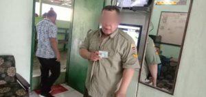 Hendak Menipu & Pukul Wajah Tukang Las, Pria Berseragam TNI Dihajar Massa