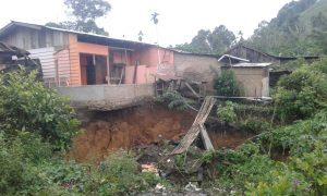 Lubang Misterius Sedalam 15 Meter Muncul di Tengah Pemukiman Warga Dairi