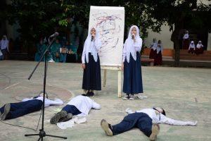 Pertunjukan Seni dan Sekuntum Bunga dari Murid untuk Guru YPSA