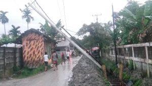 Hujan Deras Sebabkan Longsor dan Tiang Listrik Tumbang di Sunggal