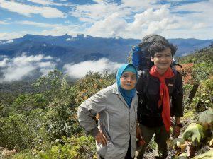 Perempuan 56 Tahun Taklukkan Gunung Leuser Selama 7 Hari Bersama Sangkala