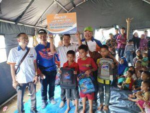 Senyum Ceria Anak Korban Banjir Labura saat Terima Bantuan dari Bank Sumut