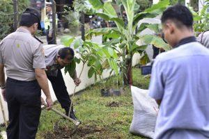 Polisi Tanam Pohon untuk Kehidupan yang Lebih Baik