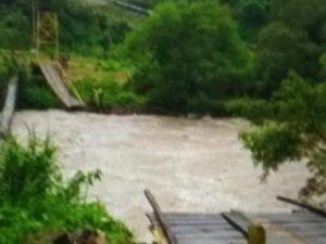 Air Naik Terus Karena Hujan Deras, Warga Manado Panik