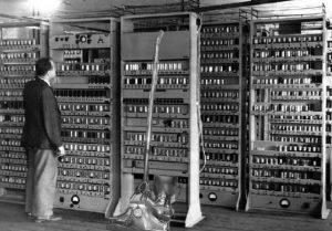 Pengertian Komputer, Manfaat Hingga Perkembangannya dari Masa ke Masa