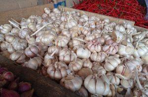 Diduga Karena Virus Corona, Harga Bawang Putih di Kota Serang Melonjak Naik
