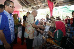 Buka Kampung KB, Bupati Asahan Serahkan 298 Akte Lahir dan Santunan pada Masyarakat