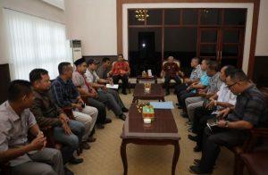 Bupati Surya Akan Kaji Usulan Penambahan Operasional PLD