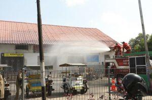 Pemkab Asahan Semprot Disinfektan di Pusat Keramaian Kota Kisaran