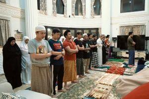 Kemenkes: Tak Perlu Bawa Anak Saat Tarawih di Masjid