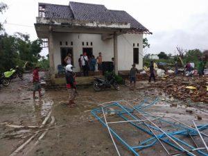 Dua Warga Meninggal Dunia dan Ratusan Rumah Rusak Akibat Angin Puting Beliung di Lampung