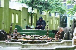 Di Tengah Hujan, Bobby Nasution Ziarahi Ayahanda Jelang Pendaftaran ke KPU