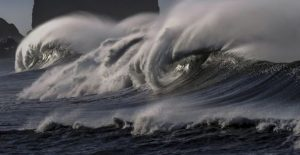 Liburan ke Pantai, Waspada Gelombang Tinggi di Sejumlah Perairan Indonesia