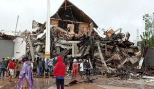 Gempa 6,2 SR Guncang Sulawesi Barat, 34 Orang Meninggal Dunia